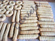 Ti-i mai amintesti? Biscuiti spritati - te topeai dupa ei in copilarie Biscuits, Sweets, Bread, Homemade, Baking, Vegetables, Unt, Food, Cookies