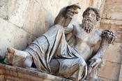 Une fois par mois, le club Circulus Latinus Lutetiensis réunit des fanas du latin - ingénieur, étudiant, chanteur lyrique ou ancien cheminot -, à mille lieues du cliché de la langue élitiste que la réforme du collège a décidé de mettre au piquet. Ensemble, ces amoureux de la langue de Cicéron papotent et vont jusqu'à inventer des mots et des expressions - comme « telephonium gestabile » - pour faire coller le latin à la modernité.