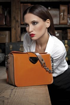 Tracolla in sintetico arancione Lynn #borsa #borse #tracolla #Caleidos