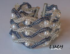 Pearl bracelet tutorial - very classic look - Carola Beaded Braclets, Beaded Bracelet Patterns, Seed Bead Bracelets, Seed Bead Jewelry, Bead Jewellery, Jewelry Bracelets, Pearl Bracelet, Seed Beads, Jewelry Crafts