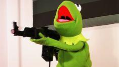 Bildergebnis für kermit with a machine gun Meme Faces, Funny Faces, Reaction Pictures, Funny Pictures, Sapo Meme, Hunhan, Kermit The Frog, Dankest Memes, Fanfiction