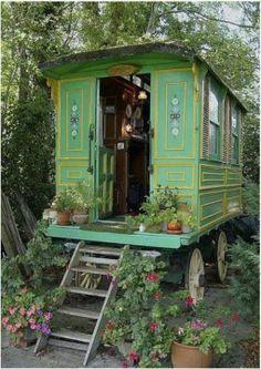 gypsy caravans, roulottes, trailers, vardos, camper - LOVE on Pintere…