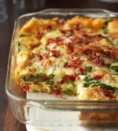 Bacon-Asparagus Strata: Asparagus, bacon and roasted red sweet peppers update a classic breakfast casserole mix of eggs, bread and cheese. Bacon-Asparagus Strata: Asparagus, bacon and roasted red sweet peppers update… Breakfast And Brunch, Breakfast Dishes, Breakfast Casserole, Breakfast Recipes, Breakfast Strata, Egg Casserole, Egg Strata, Strata Food, Casserole Recipes