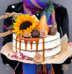 Tort carrot Cake decor cu floarea soarelui pere și smochine. Fall Cakes, Carrots Cake, Decoration, Caramel, Birthday Cake, Cream, Desserts, Food, Dekoration