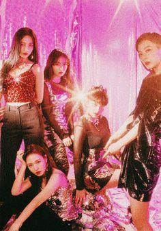 Check out Black Velvet @ Iomoio Kpop Girl Groups, Korean Girl Groups, Kpop Girls, Red Velvet Joy, Black Velvet, Velvet Wallpaper, Rv Wallpaper, Ulzzang, Queens