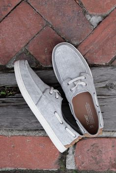 Find a mini-adventure  in the TOMS Drizzle Grey Coated Linen Men's Culver Lace Ups with a removable insole and rubber outsole for traction and comfort.