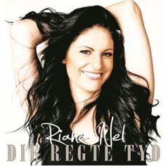 Riana Nel terg speels met agter-die-skerms foto's en video Get Reading, Piano Cover, Music Videos, Celebs, T Shirts For Women, Afrikaans, Youtube, People, Pretoria