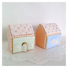 Cookie Cottage // Cbonbon cookies NHK Christmas Gingerbread House, Gingerbread Houses, Cookie Cottage, Nhk, Cottages, Decorative Boxes, Cookies, Home Decor, Crack Crackers