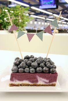 Raaka mustikka-vanilja-juustokakku / Raw Blueberry Swirl cheese cake