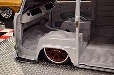 Ainda sobre aquela #Kombi extremamente rebaixada. ⬇️ ... . . Featured tag. #oldvwclub .  #instacar #fusca #volks #volkswagen #ratlook #vwlove #stance #blacklist #Hoodride #germancar #stancenation #vwbeetle #vw #soloparking #classiccar #beetle #aircooled # Volkswagen Transporter, Vw Bus T2, Bus Camper, Volkswagen Bus, Vw T1, Motor Kombi, Kombi Pick Up, Vw Samba Bus, Kombi Interior