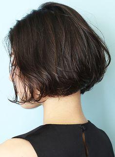 前髪なしアゴラインの大人ニュンアンスボブです。バッサリカットもまずはここから。どこから見ても美しい、大人の雰囲気な動きのあるボブスタイルで、お手入れも簡単です。ショート〜ボブはお任せください★