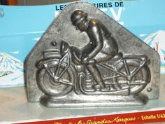 ANCIEN-RARE-MOTO-TOLE-MOULE-CHOCOLAT-MIRA-LETANG-SOMMET-MOTARD-ANTON-REICHE-1930