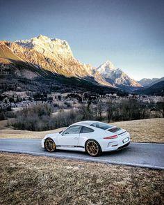 "Gefällt 1,302 Mal, 15 Kommentare - NicoloDega (@nicolodega) auf Instagram: ""A wolf in sheep's clothing. #911R #Porsche #991R #991 #911"""