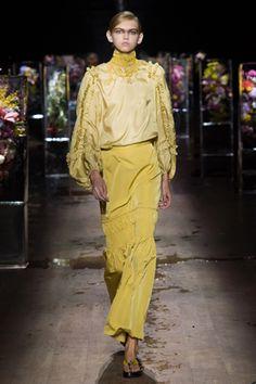 ドリス ヴァン ノッテン花の美しさをさまざまに表現パリコレ 5