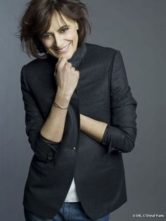 I think everyone can relate to the appeal of Ines de la Fressange and her inspiring, effortless style. In a recent interview for T Magazine, she discusses her philosophy for staying chic and developing her Ines Fressange, Timeless Fashion, Love Fashion, Style Parisienne, Muse, Paris Chic, Moda Paris, Advanced Style, Ageless Beauty