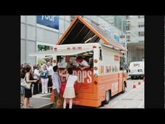 Designer Kelli Anderson has created this tasty, informative food truck for the solar power company Sungevity. The Solar Power Pops Truck doles out free Solar Energy, Solar Power, Kelli Anderson, Food Vans, Meals On Wheels, Food Truck Design, Power Pop, Ice Pops, Alternative Energy