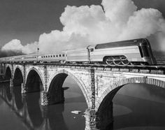 We, present the beautiful, gorgeous, stunning...Streamliner Art Deco train