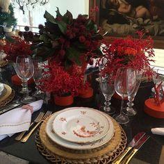 Hoje a queridíssima Amelinha Amaro abriu a exposição de mesas natalinas na sua loja Divino Espaço em São Paulo. A talentosíssima @suvaalbuquerque usou urucum e gloriosas na sua belíssima mesa! Amei! #lartdelatable #tabledecor #natal #christmas #latabledegiselle