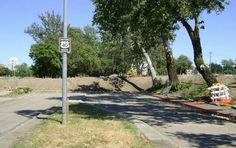 Dead end of a piece of old US 40 (Capitol Ave) near Raleys Field in Sacramento. Sacramento City, Dead Ends, Sidewalk, California, History, Historia, Side Walkway, Walkway, Walkways