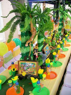 Jungle Book Use fake plants to create jungle Jungle Book Party, Jungle Theme Parties, Jungle Theme Birthday, Safari Theme Party, Safari Birthday Party, Kids Party Themes, Party Ideas, Birthday Ideas, Jungle Gym