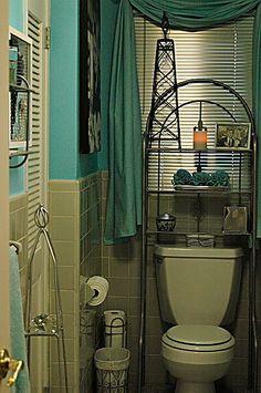 BREAKFAST AT TIFFANYS BLUE BATHROOM