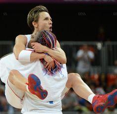Céline #Dumerc & Isabelle #Yacoubou - Equipe de France de #Basketball vs Australie - #Jo #Londres2012