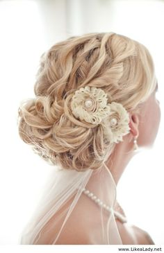 Bridal hairstyle with roses and pearls