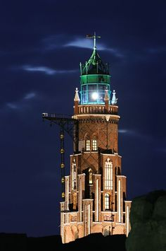 ⚓The Bremerhaven lighthouse by night, Bremen - Germany. The oldest operative lighthouse on the mainland along Germany's North Sea shore. Beautiful Lights, Beautiful Places, Lighthouse Pictures, Safe Harbor, Beacon Of Light, Light Of The World, Architecture, Around The Worlds, Lighthouses