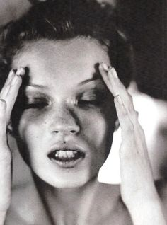 Image uploaded by no one. Find images and videos about black and white, model and kate moss on We Heart It - the app to get lost in what you love. Kate Moss, Images Instagram, Miss Moss, Portraits, Musa, Sophia Loren, Look At You, Jane Birkin, Headshot Photography
