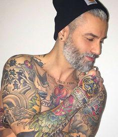 Não é uma barba que vai te deixar com cara de velho, e sim seu descuido. #BarbasEEstilos#beard#modamasculina#modahomem#homem#homemmoderno#barbudo#fashionblogger#blogger#mens#beardgang#man#sp#rj#mg#bh#sc#pb#barba#ba#pi#fashion#mensfashion#lookdehoje#look#abc#fashionman#hair