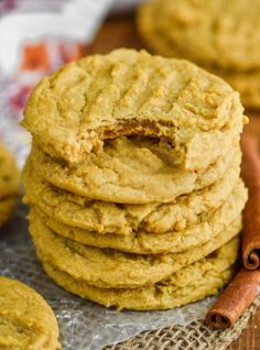 These Pumpkin Peanut Butter Cookies are the most delicious blend of two of your favorite flavors into a cookie that is crisp on the outside and nice and buttery on the inside. Peanut Butter Desserts, Peanut Butter Cookies, Coconut Desserts, Pumpkin Cookies, Pumpkin Dessert, Pumpkin Pumpkin, Delicious Cookie Recipes, Dessert Recipes, Comidas Fitness