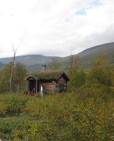 http://freecabinporn.com/post/26840760028/lisas-cabin-at-near-kebnekaise-sweden-shared