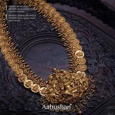 Looking for latest South Indian antique gold jewellery designs check out this 30 stand out antique jewellery models and where you can shop them. Antique Jewellery Designs, Gold Earrings Designs, Gold Jewellery Design, Necklace Designs, Antique Jewelry, Antique Gold, Gold Haram Designs, Latest Gold Jewellery, South Indian Jewellery
