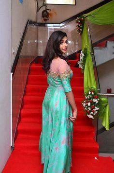 anisha ambrose Beautiful Bollywood Actress, Beautiful Indian Actress, Beautiful Actresses, Beautiful Girl In India, Beautiful Saree, Pretty Babe, Indian Beauty Saree, Indian Sarees, Saree Look