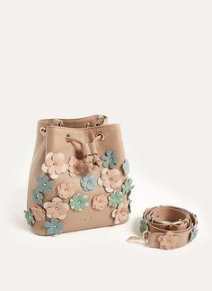 Kožna vrećasta torba sa cvjetovima - Pogledati sve - Torbe - Uterqüe Hrvatska
