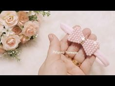 Lacinho de pérolas lucrativo e fácil de fazer- Poly Formozo - YouTube Bracelet Crafts, Kids And Parenting, Couture Fashion, Bows, Make It Yourself, Embroidery, Accessories, Baby Headbands, Flip Flop Decorations