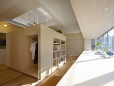 The multifunctional square structure in the center of the room acts as storage and access to the top floor (stairs).