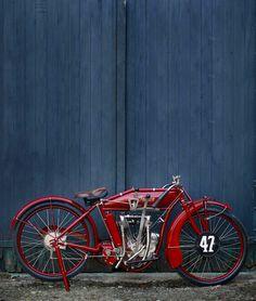 red vintage Indian motorbike Antique Motorcycles, American Motorcycles, Indian Motorcycles, Triumph Motorcycles, Custom Motorcycles, Cars And Motorcycles, Classic Motorcycle, Classic Bikes, Indian Cycle