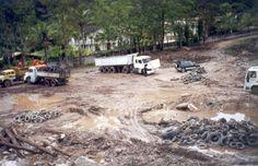 Isto aqui virou um parque ecológico em 18 meses. Mão de obra utilizada de 30 adolescentes de uma favela adjacente.