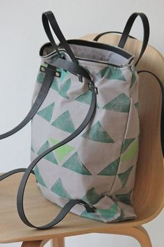 "Backpacks - New! Backpack bag ""three-in-one"" i . Rucksacktasche ""three-in-one"" i… – ein Designerstück von da… Backpacks – New! Backpack bag ""three-in-one"" i … – a unique product by dabeljudesign on DaWanda - Mochila Tote, Diy Sac, Diy Backpack, Backpack Pattern, Craft Bags, Fabric Bags, Handmade Bags, My Bags, Purses And Handbags"