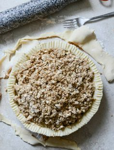 Cider Boubon Apple Pie with Oatmeal Cookie Crumble I howsweeteats.com
