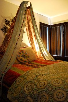 DIY Bedroom Furniture :DIY Canopy Bed : The Goods DIY: bed canopy This might be cute for the small living room couch! Bohemian Bedrooms, Bohemian Bedding, Trendy Bedroom, Hippie Bedding, Bohemian Curtains, Vintage Curtains, Floral Bedding, Floral Nursery, Diy Canopy