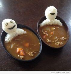 """2 hommes en riz prennent un bain dans un soupe chinoise. L'un dit : """"j'adore ces bains asiatique ça me détend"""" et l'autre répond """"moi ça me fait gonfler les orteils"""" :)"""