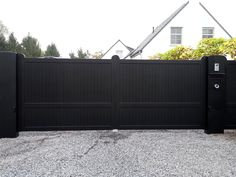 Aluminium Gate Modern Modern Front Yard, Front Yard Fence, Modern Fence, Fenced In Yard, Yard Fencing, Privacy Fence Landscaping, Courtyard Landscaping, Backyard Privacy, Garages