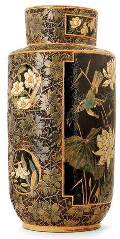 Laurent BOUVIER (1840-1901)  Important vase rouleau en terre vernissée à col cylindrique, décor finement incisé et scarifié d'inspiration japonaise présentant deux grandes réserves animées pour l'une de fleurs des marais et d'oiseaux et pour l'autre de grands motifs de dahlias.