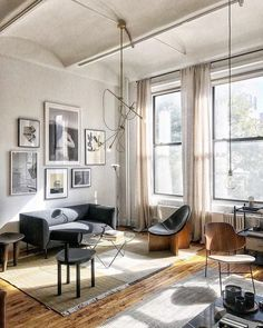 Having small living room can be one of all your problem about decoration home. To solve that, you will create the illusion of a larger space and painting your small living room with bright colors c… Home Decor Accessories, Home, Minimalism Interior, Cheap Home Decor, Furniture, Living Room Designs, Interior, House Interior, Room