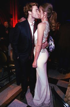 Sam Claflin and his beautiful wife: click and read the story.