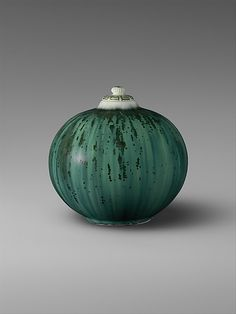 Covered Jar. Adelaide Alsop Robineau, ca 1922. Porcelain.