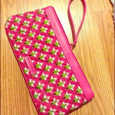 Vera Bradley Full size pink Vera Bradley cloth wristlet/clutch bag in great condition Vera Bradley Bags Clutches & Wristlets