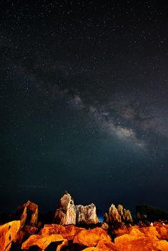Hashigui Rocks, Wakayama, Japan Milky Way From Earth, The Beautiful Country, Beautiful Places, Wakayama, Japan Travel, Japan Trip, Scenic Photography, Scene Photo, Nature
